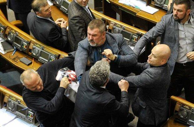 Зламані ребра, биті голови: київські нардепи влаштували пекельну бійку, подробиці ганьби