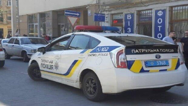 Вирішив провітритися: у Львові турист мало не вилетів з вікна 7 поверху