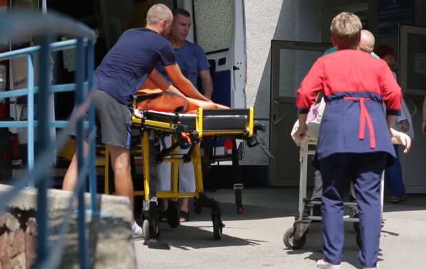 У Франківську жінка померла в черзі, не дочекавшись лікаря