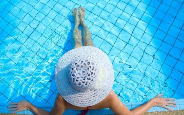 """Какая опасность для здоровья """"живет"""" в бассейне"""