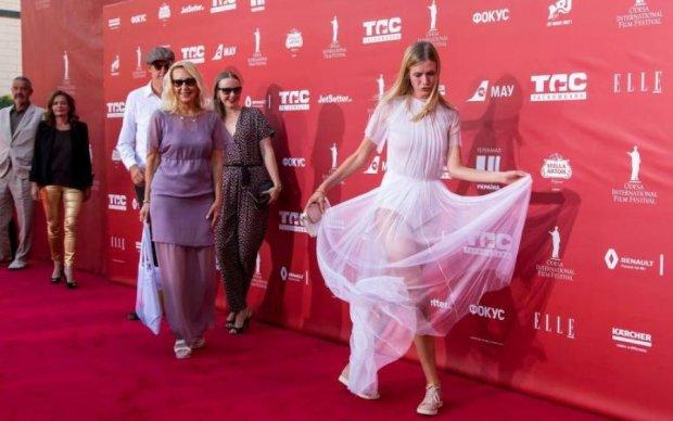 І сміх, і сльози: соцмережі глузують над вбранням гостей Одеського кінофестивалю