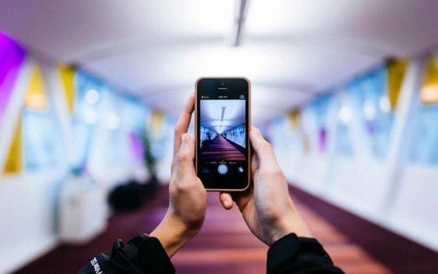 Никаких проводов: украинцы создали зарядку мечты для смартфона
