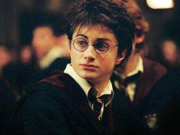 Гарри Поттер - коммунист: поклонники нашли неожиданные доказательства, которые скрывала Джоан Роулинг