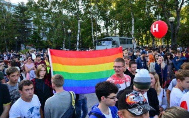 """Марш ЛГБТ: радикалы разогнали сторонников """"точки зрения"""" Элтона Джона"""
