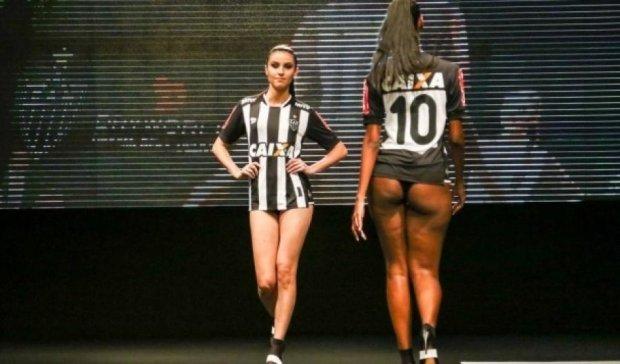 Бразильський клуб представив форму на оголених моделях (фото)