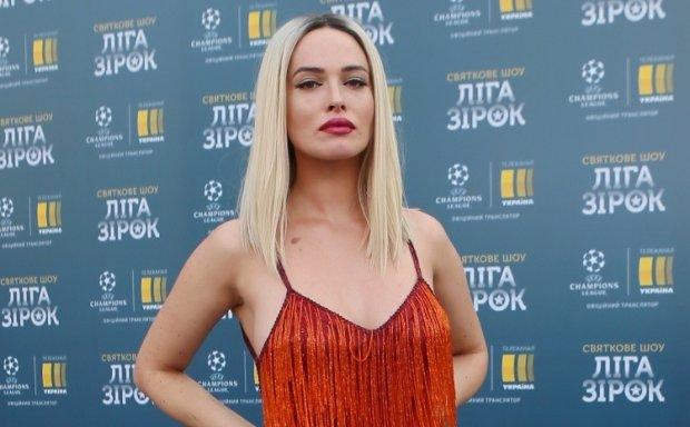 Астаф'єва оголилася для Playboy: голі груди ледь прикриті простирадлом