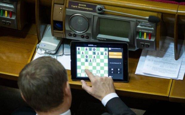 Нищая сотня: депутаты-миллионеры, которым украинцы оплачивают жилье