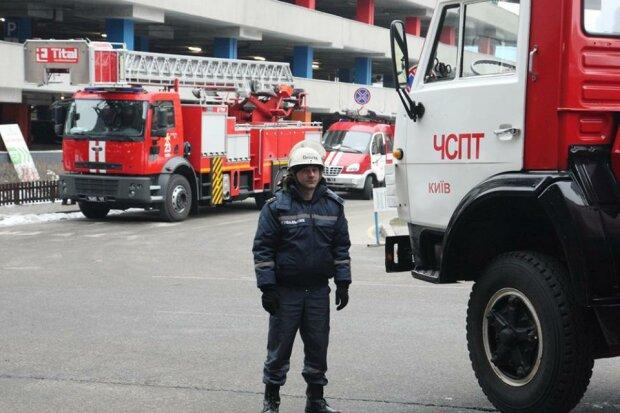 Київський ТРЦ Ocean Plaza охопило полум'я, людей евакуюють: густий дим заповнив усе