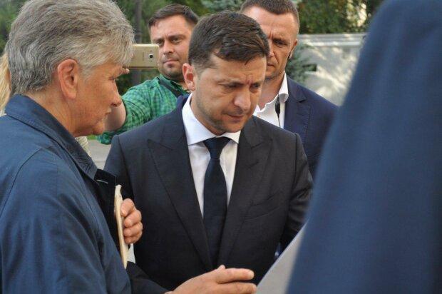 У Зеленського планують скоротити кількість чиновників і міністерств: попросили на вихід