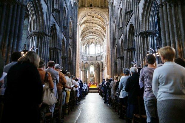 Сотні священиків спіймали на мерзенному занятті: за таке відразу в пекло