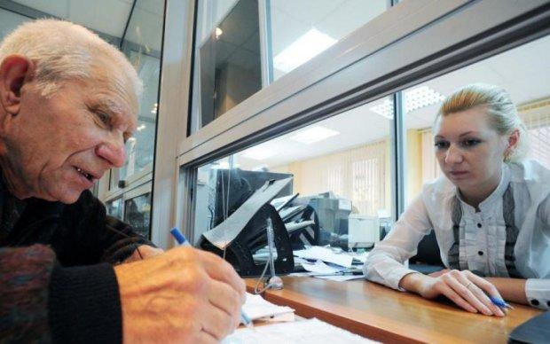 Не успевают тратить: украинские пенсионеры нереально разбогатели