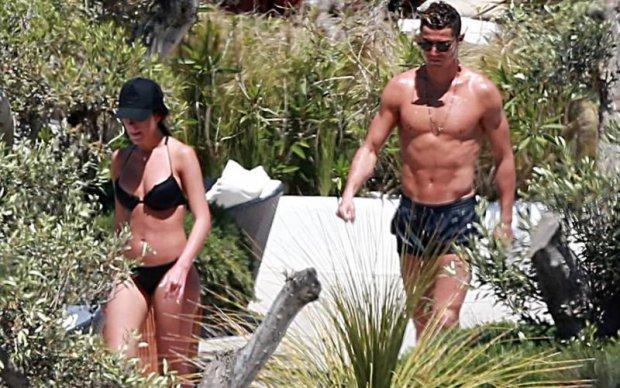 З'явилися гарячі фото з відпочинку Роналду і його дівчини