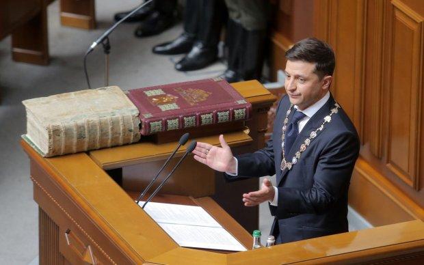 Відставка Зеленського: українці активно протестують проти скандальної петиції