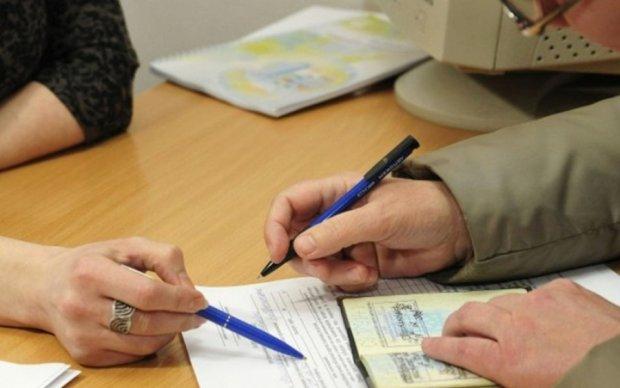 Пенсионные выплаты через российские банки остановят в следующем месяце