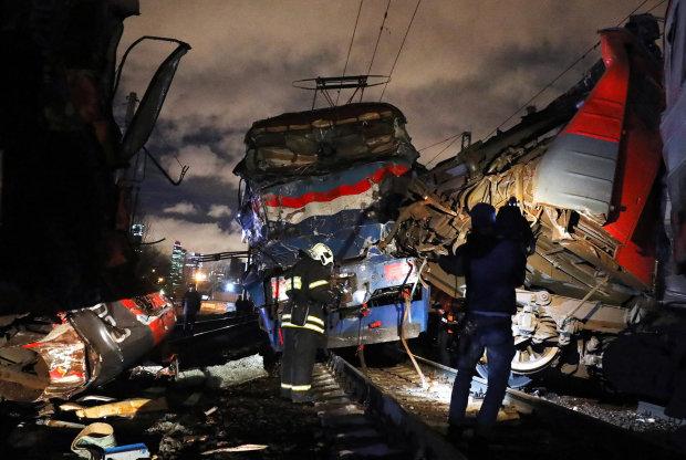 Страшна аварія на залізничному переїзді паралізувала рух поїздів: понад 600 травмованих і четверо загиблих