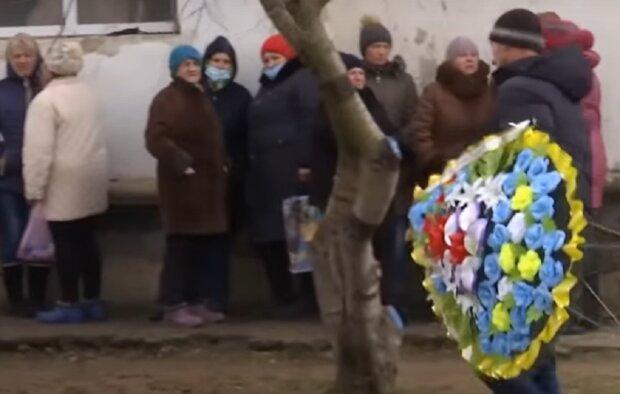 На Херсонщині поховали дівчинку: ТСН