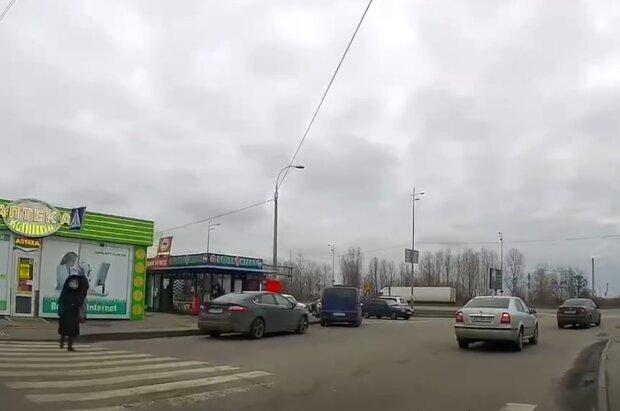 На дороге в Киеве, скриншот видео