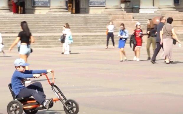 Улицы Тернополя заполонили копы - мойте руки и надевайте маски