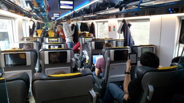 """Заробітчанам дали """"зелене світло"""": з України до Європи запустять прямий поїзд"""