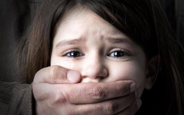 На Донбасі по-звірячому зґвалтували дитину