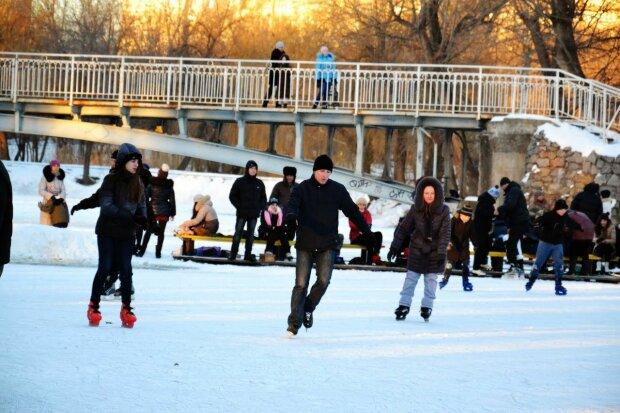 Запорожцы, айда на каток: во сколько обойдется зимнее удовольствие в этом году