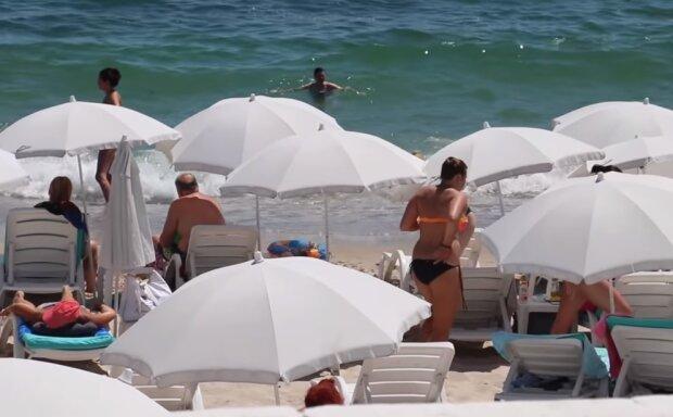 Пляж в Одесі, скріншот відео