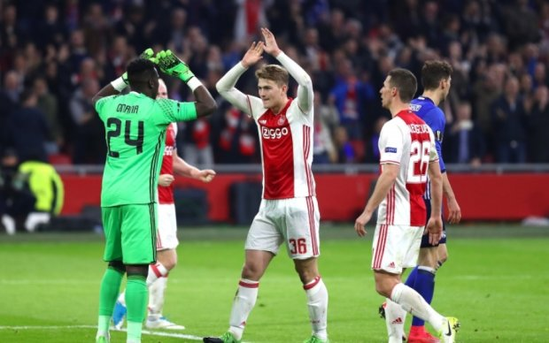 Аякс - Шальке 2:0 Видео голов и обзор матча Лиги Европы
