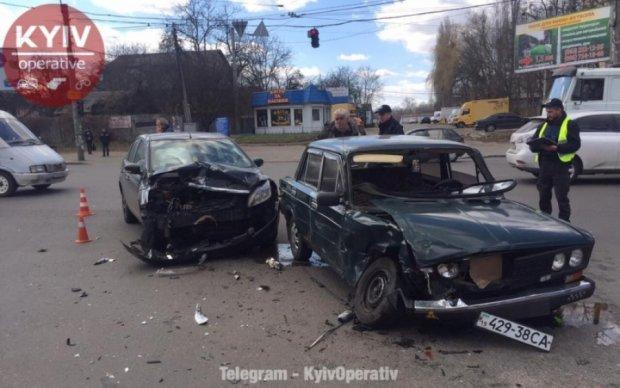 """Киевский таксист """"под градусом"""" угробил сразу два авто"""