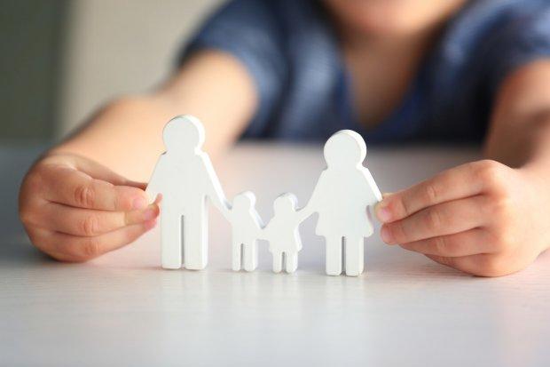 Одиноким українцям дозволили всиновлювати дітей: одна умова і вона ваша