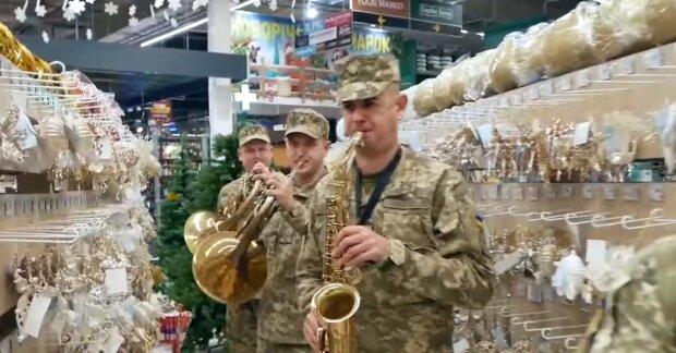 Военные исполняют песню, скриншот: Facebook