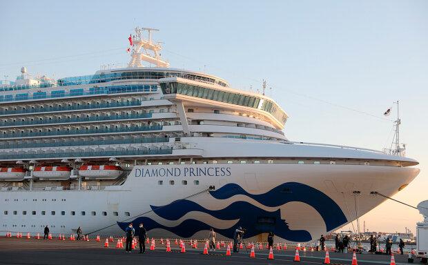 лайнер Diamond Princess в Японії