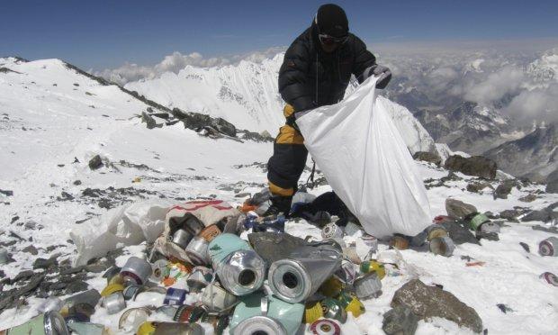 Еверест закрили через тотальне свинство альпіністів: тонни сміття