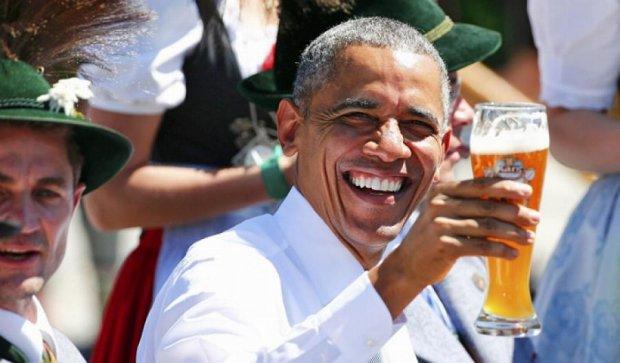Обама перед началом G7  выпил пива с баварцами (фото)