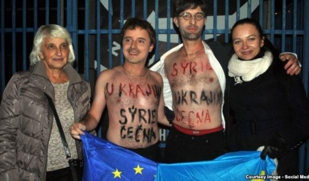 Чешский аналог Femen устроил акцию на концерте ансамбля армии РФ (видео)