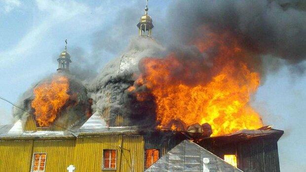 Зловещий знак свыше: в Кривом Роге полыхает церковь, местные в панике готовятся к худшему
