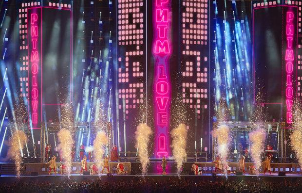 """MONATIK показал Киеву шоу мирового уровня, был и Зеленский: """"Прорыв и надежда для украинцев"""""""