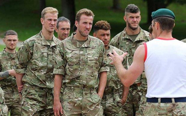 Теперь ты в армии: Сборная Англии провела тренировку с морпехами