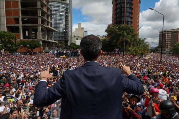 Лідер опозиції закликав повалити режим, в країні починається переворот