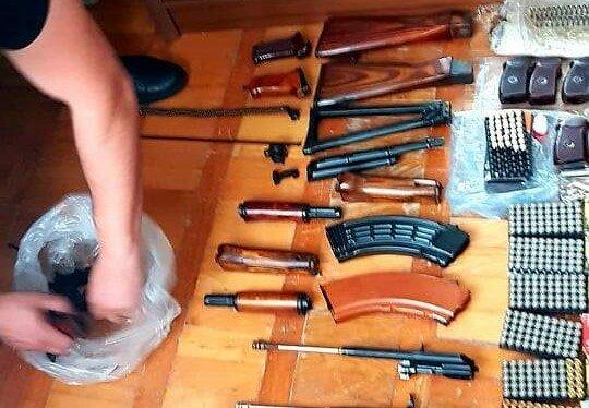 Во Львове московский поп попался на торговле оружием - отправлял по почте