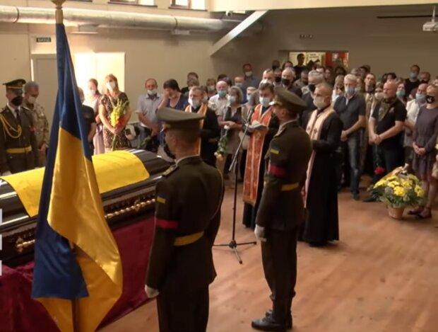 У Львові прощаються з легендарним комбатом - повернувся з Донбасу героєм, але безжалісний рак знищив все