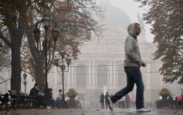 Львовяне не расстанутся с зонтиками 15 февраля, стихия опять возьмется за свое