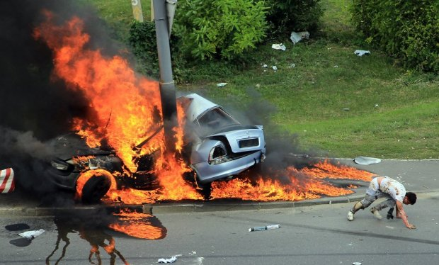 В Днепре неспокойно: авто расстреляли из гранатомета