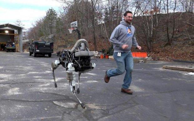 Роботи Boston Dynamics навчилися подавати пиво і тікати від господарів: відео