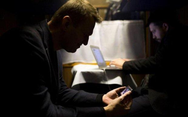 Шоу не удалось: соцсети показали суть дебатов Навального с Гиркиным