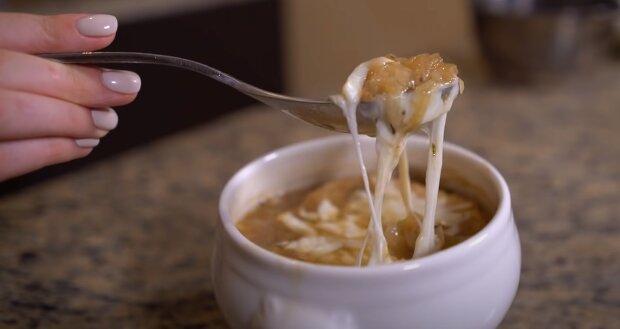 """Бабусин рецепт від зірки """"Лісапетного батальйону"""": Фаліон знає, як догодити супом"""