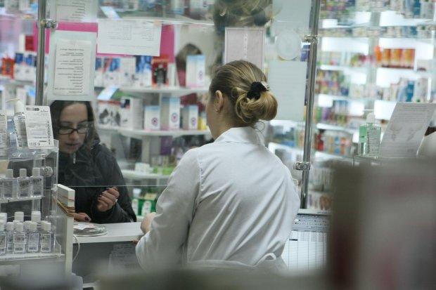 Шприци, крапельниці, БАДи, вітаміни: що ще зникне з українських аптек цього року
