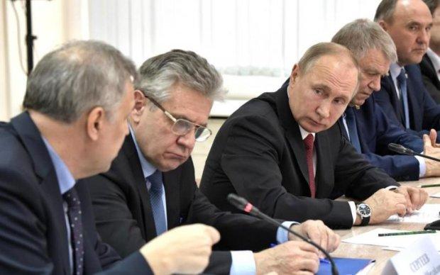 Цар дуже хворий: під час виступу Путін чхав, кашляв і хрюкав. Росіяни підозрюють найстрашніше