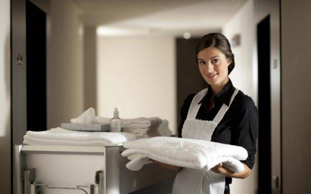 Готельний креатив: постоялець дивував покоївку фігурами з рушників