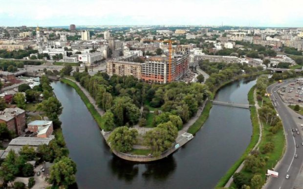 В Харькове появился семиэтажный фонтан