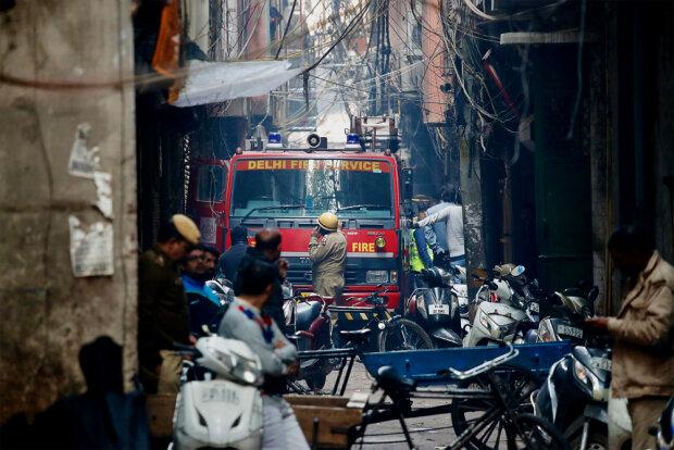 Столичную фабрику охватило адское пламя, десятки погибших: первые кадры и подробности